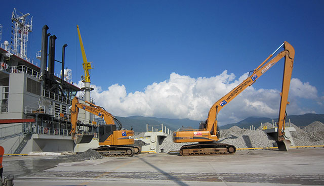 Cairns long arm excavator