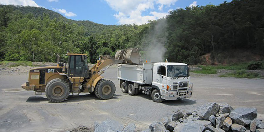 Cairns tandem tipper truck hire